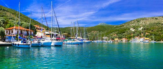 Photo sur cadre textile Ville sur l eau Pictorial fishing village Sivota in Lefkada, Ionian island