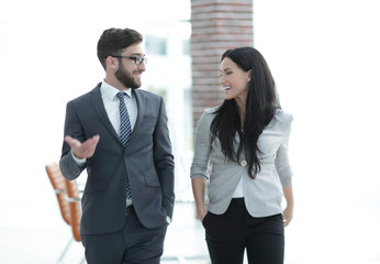 senior manager talks to the employee of the company