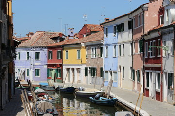ブラーノ島/イタリアで 177もの島から成り立つヴェネツィアで、カラフルでお洒落な街として一際と異彩を放っているブラーノ島。 どこを見渡しても絵になる本当に素晴らしい島。