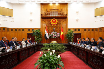 Egypt's President Abdel Fattah al-Sisi and Vietnamese Prime Minister Nguyen Xuan Phuc talk at the Government Office in Hanoi