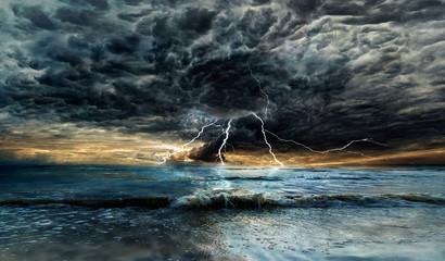 Photo sur Plexiglas Noir Thunderstorm over the sea