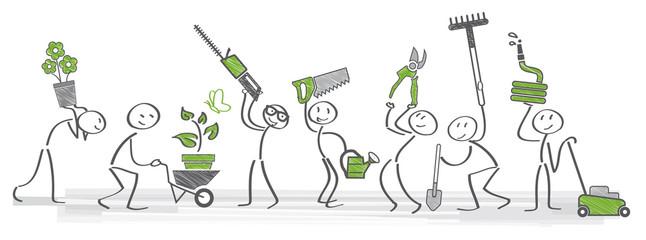 Gärtner halten verschiedenens Gartenwerkzeug