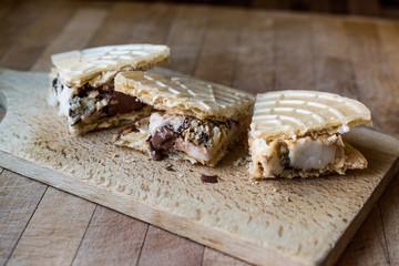 Halva ice cream sandwich / Kagit helva arasi dondurma.