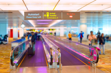 Tuinposter Luchthaven Singapore airport travelator