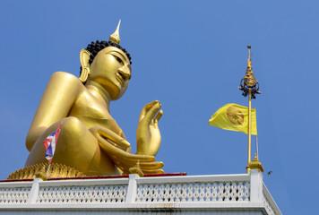 gold buddha thailand temple bluesky