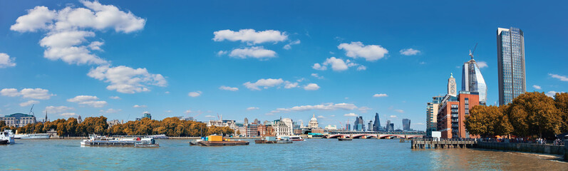 Fototapete - London, panoramic view over Thames river from Waterloo bridge