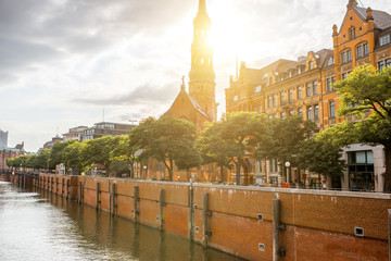 Fototapete - Beautiful cityscape view on the water channel with old church in Hamburg city during the sunset in Germany