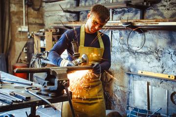 Working saws iron sparks