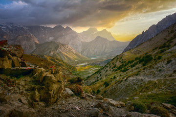 Foto auf Gartenposter Gebirge Sunset landscape of beautiful rocky Fan mountains in Tajikistan
