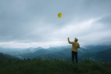 man with balloon Fototapete