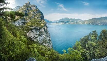 Blick auf den Gardasee (Lago di Garda) im Sommer