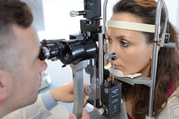 eye doctor druring a test with patient