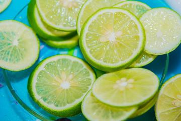 Lemon slice is sliced on a glass plate.