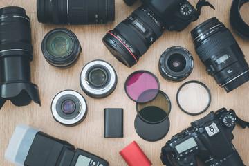 Fotoausrüstung bestehend aus Kameras, Objektiven, Filter