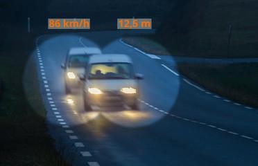 Straßenverkehr Abstandskontrolle zu dicht auffahrender PKW - Road traffic Distance control to closely driven car