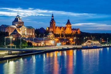 Stettin – Haken-Terrassen (Wały Chrobrego) bei Nacht; Polen