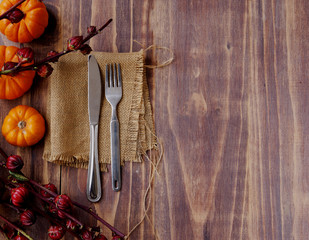 Table decorated exotic, pumpkins and cutlery