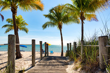 Fototapete - Footbridge to the Smathers beach - Key West, Florida
