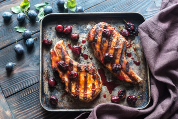 Grilled pork ribs with plum sauce
