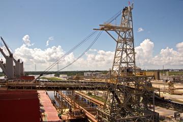Мексиканский залив, порт Beaumont, USA, виды акватории ,реки, причала и грузового комплекса