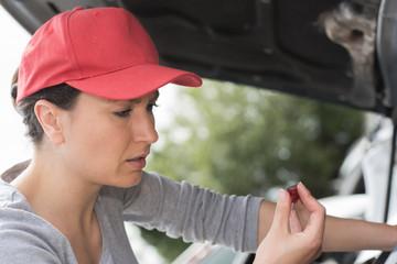 woman mechanic encountering a problem