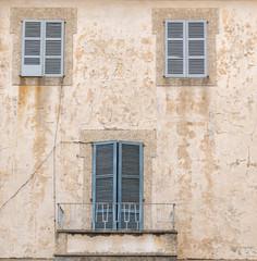 Fenster In Einer Fassade Mediteran
