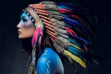 Photo sur Toile Body Paint Female with Indian feather hat and colorful makeup.