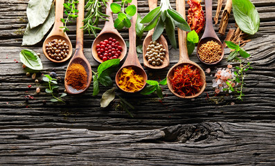 Fotorolgordijn Kruiden Herbs and spices on a wooden background