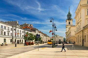 Obraz Warsaw, Poland - August 2, 2017: Architecture and people on the street New World in Warsaw. - fototapety do salonu