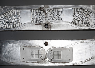 Metal mold for making the soles of shoes