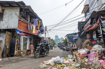 Pure dirty street with trash and skyscrapers on the background in Jakarta, Indonesia Papier Peint