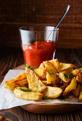 Potato wedges and tomato sauce.
