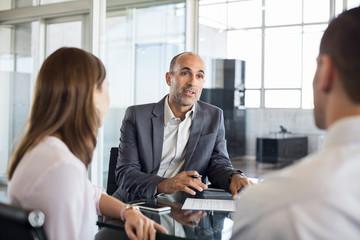 Financial advisor with clients - fototapety na wymiar