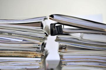 Bürokratie, Akten, Ordner, Mappen, Recht, Gesetz, bürokratisch, Bauantrag, Bauordnung, Verwaltung, Arbeitsrecht, Symbol, Antrag, Staat, Beamte, Rechtspflege, Behörde, Arbeitsplatz