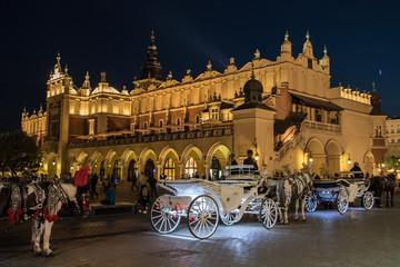 Rynek w Krakowie. Zdjęcie nocne.