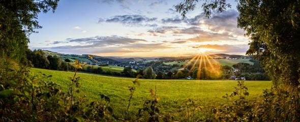 Landschaft im Erzgebirge mit Dorf