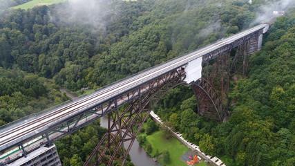 アーチ橋 鉄橋 ドイツ ドローン 107m ミュングステナー橋 Germany ゾーリンゲン 森 鉄道 9月
