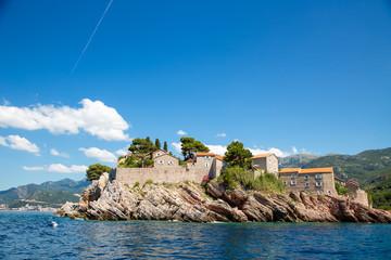 Черногория. Остров-отель Святого Стефана. Вид с моря