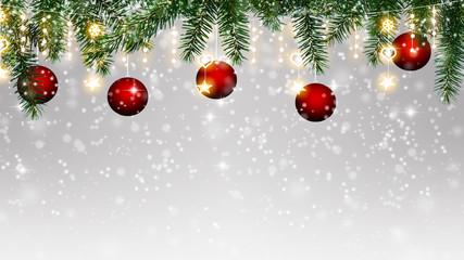 lichterkette, baumkugeln, tanne, schnee - winterlicher weihnachtshintergrund