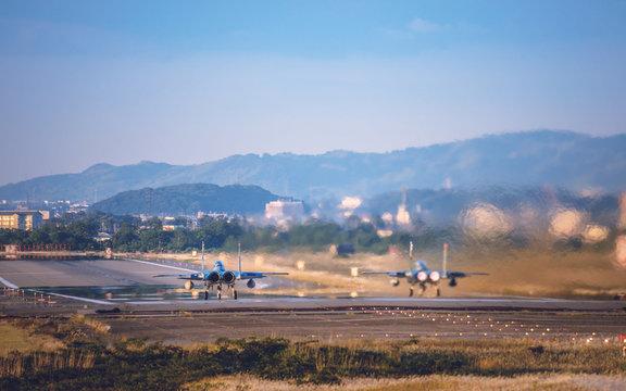 離陸するF15イーグル戦闘機