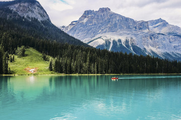 Idyllic view of Emerald Lake against mountains