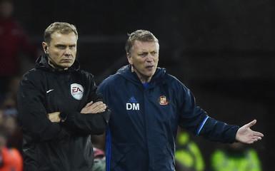 Sunderland manager David Moyes looks dejected after Sunderland concede a second goal