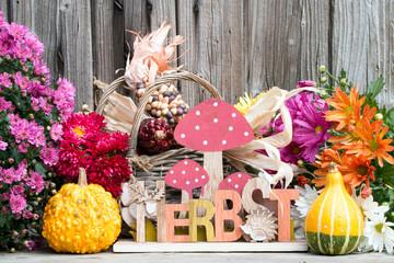 """-Schriftzug """"Herbst"""" mit Kürbis,Chrysanthemen,Astern als Dekoration für zu Hause und Garten"""