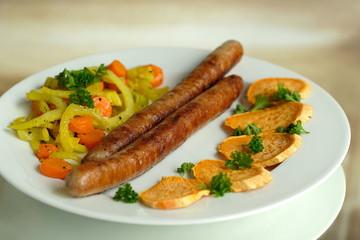 Bratwurst mit Gemüse