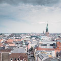 Über den Dächern einer Stadt