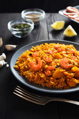 Fried rice with shrimps, vegetables and lemon