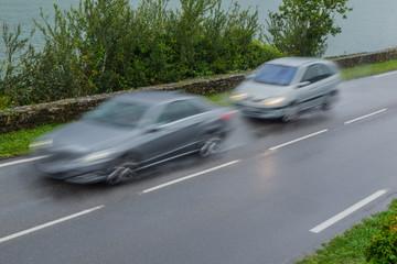 Verkehrssicherheit Drängler bei nasser Fahrbahn auf der Landstraße - Road safety  to little safety distance on a country road