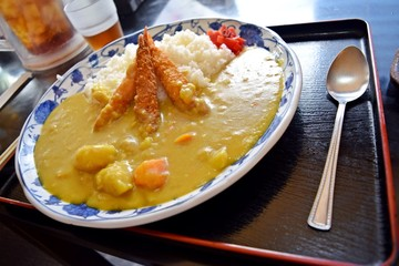 Curry rice with fried shrimp