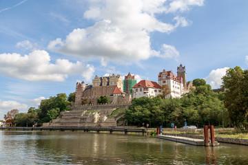 Schloss Bernburg mit blauen Himmel