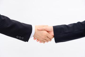 軽く握手するビジネスマン